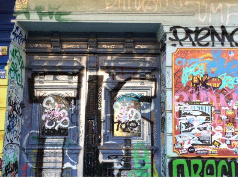 Invitez le street art sur vos portes…